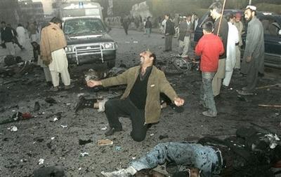 capt93e4924480934ce68128f2c419fc6839aptopix_pakistan_bhutto_blast_rwp103.jpg